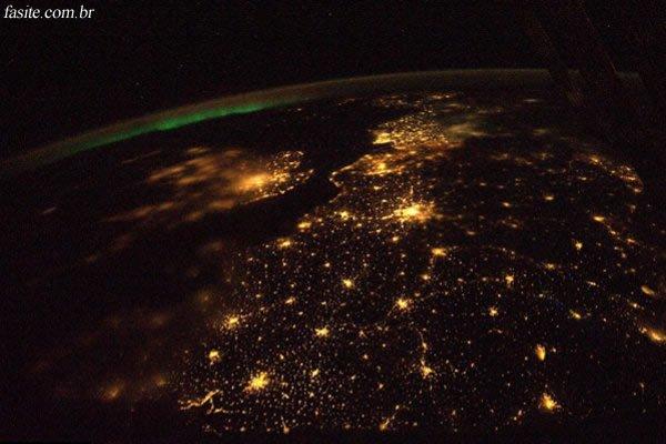 Nasa divulga imagem de Aurora Boreal vista do Espaço 5