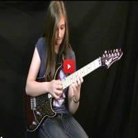 Adolescente impressiona ao imitar solo de guitarra de Eddie Van Halen 4