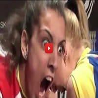 Mulheres possuídas em uma competição de queda de braço 10