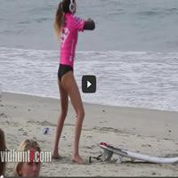 O aquecimento da surfista profissional Anastasia Ashley 1