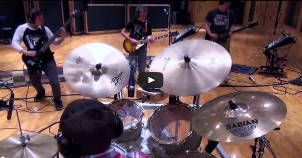 Incrível apresentação dos alunos do professor de música Aaron O'Keefe 1