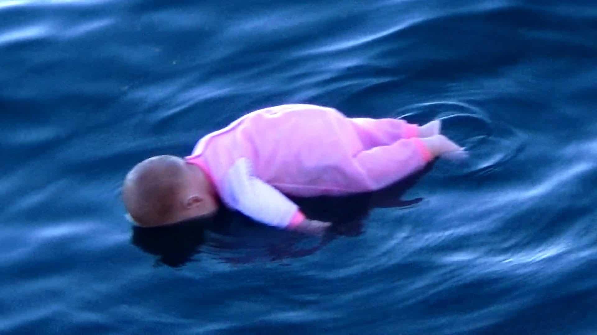 Pegadinha: Bebê se afoga 1