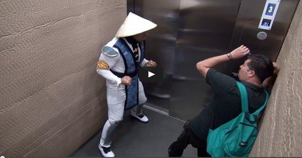 Pegadinha – Mortal Kombat no elevador #02 1
