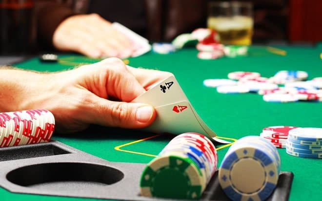 A pior mão do poker é aquela que você perde um dedo 11