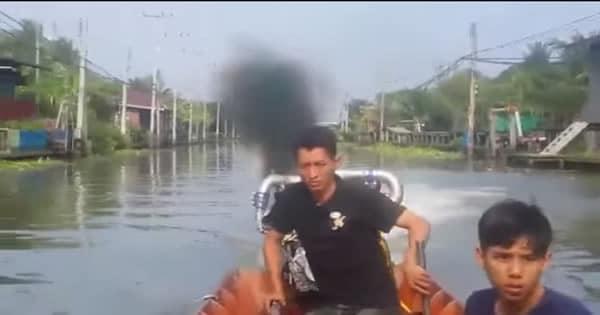 Monstruoso barco de Tailândia 2