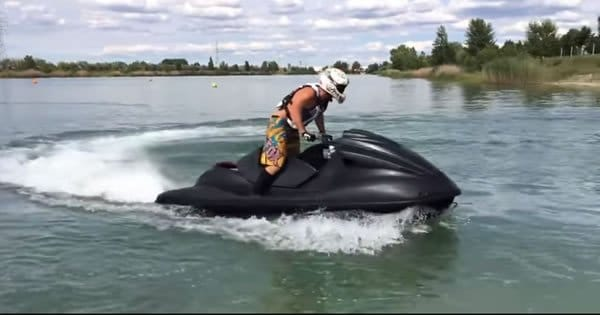Photo of Jet Ski customizando com motor de uma Hayabusa