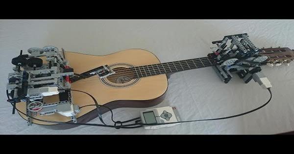 Nerds constrói maquina de lego que sabe tocar violão 1