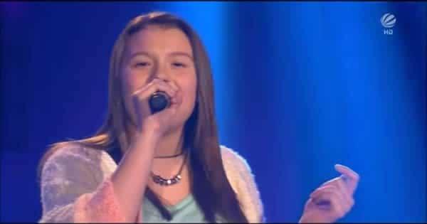 A menina tem uma voz incrível 5