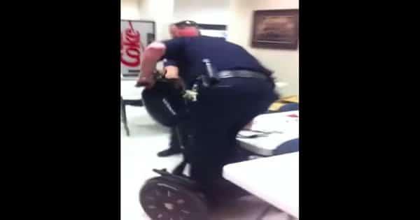 Quando os Policiais ganham um novo brinquedo 2