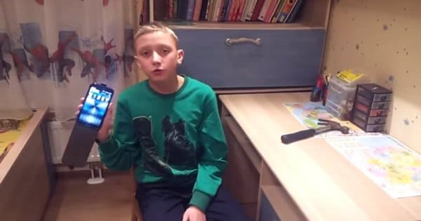 Garoto Russo testa a resistência do celular e tenha uma surpresa 3