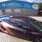 Surreal arte de um grafiteiro em uma Lamborghini Gallardo