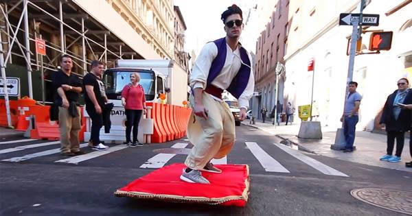 Aladdin e seu tapete mágico pelas ruas de Nova York 1