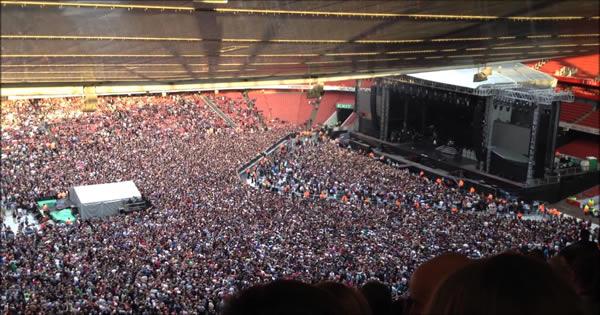 60 mil pessoas cantando uma música do Queen 6