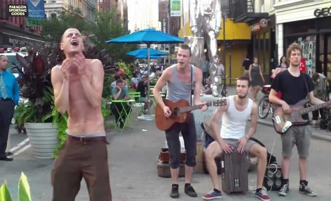 Apenas um grupo de artistas de rua 3