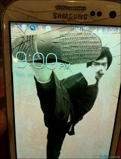 maneiras-criativas-para-consertar-tela-celular-02