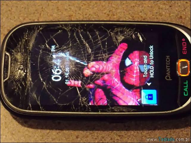 maneiras-criativas-para-consertar-tela-celular-03
