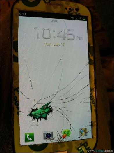 maneiras-criativas-para-consertar-tela-celular-04