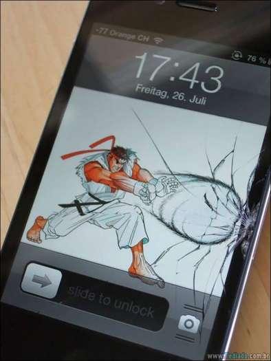 maneiras-criativas-para-consertar-tela-celular-06