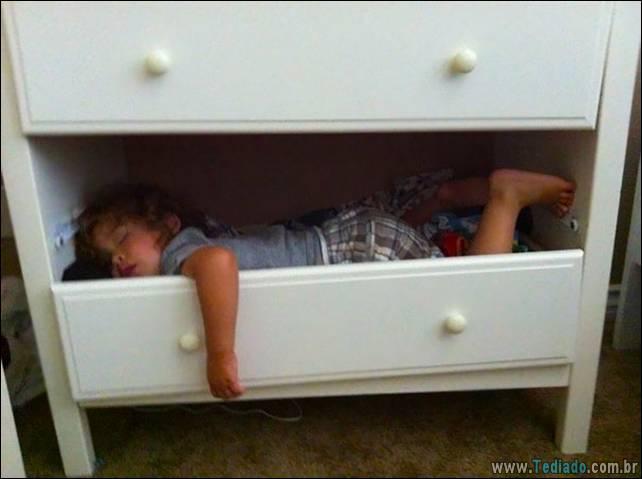 fotos-dirvertidas-criancas-dormir-lugar-07