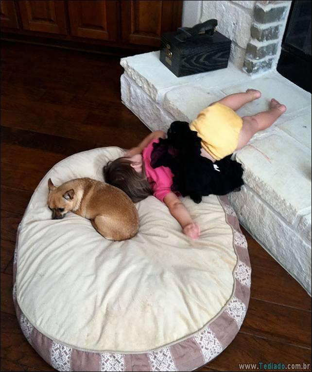 fotos-dirvertidas-criancas-dormir-lugar-09