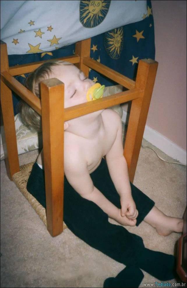fotos-dirvertidas-criancas-dormir-lugar-10