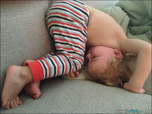 fotos-dirvertidas-criancas-dormir-lugar-13