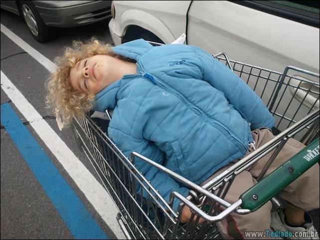 fotos-dirvertidas-criancas-dormir-lugar-15