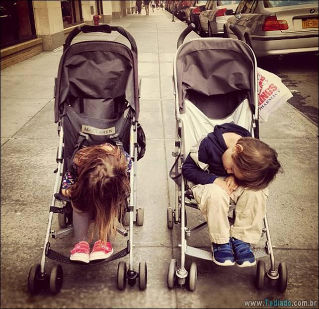 fotos-dirvertidas-criancas-dormir-lugar-17
