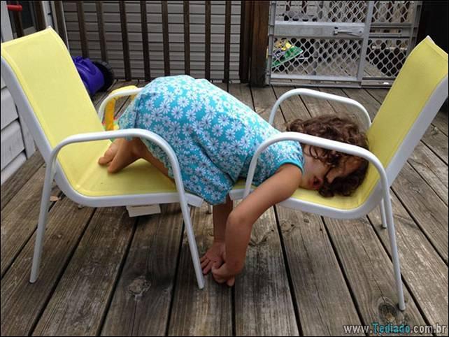 fotos-dirvertidas-criancas-dormir-lugar-20