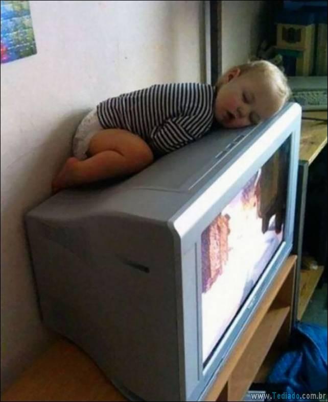 fotos-dirvertidas-criancas-dormir-lugar-23