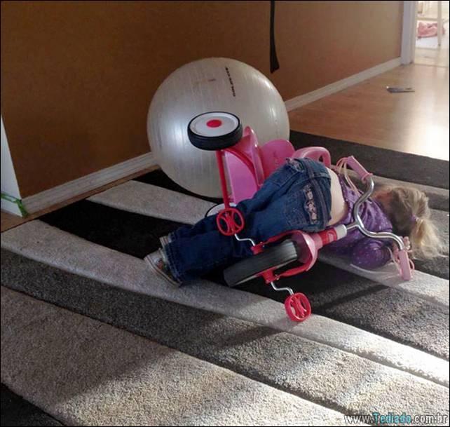 fotos-dirvertidas-criancas-dormir-lugar-27