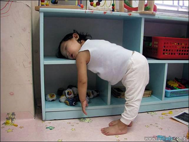 fotos-dirvertidas-criancas-dormir-lugar-30