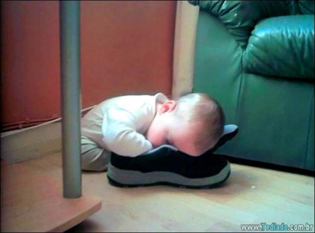 fotos-dirvertidas-criancas-dormir-lugar-31