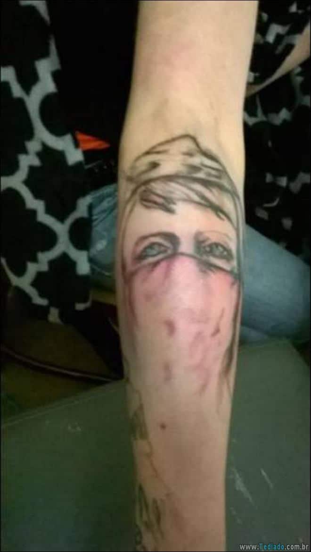 24 Tatuagens feias e estranhas já feitas 13