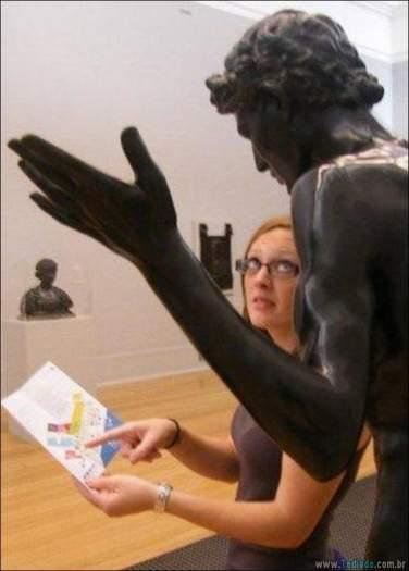 26 pessoas que sabem se divertir quando vêem uma estátua 3