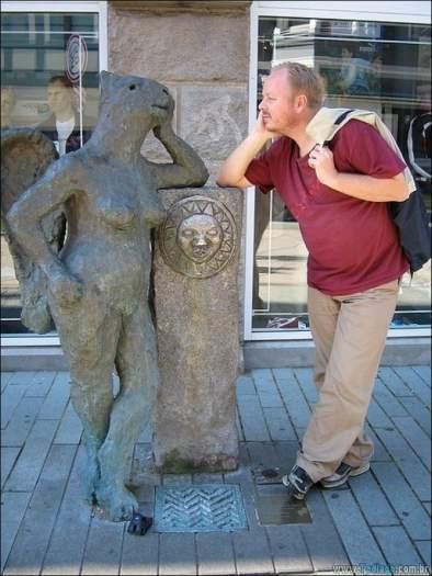 26 pessoas que sabem se divertir quando vêem uma estátua 5