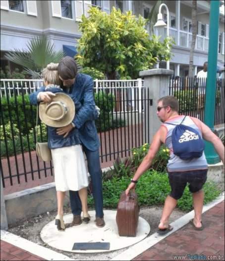 26 pessoas que sabem se divertir quando vêem uma estátua 12
