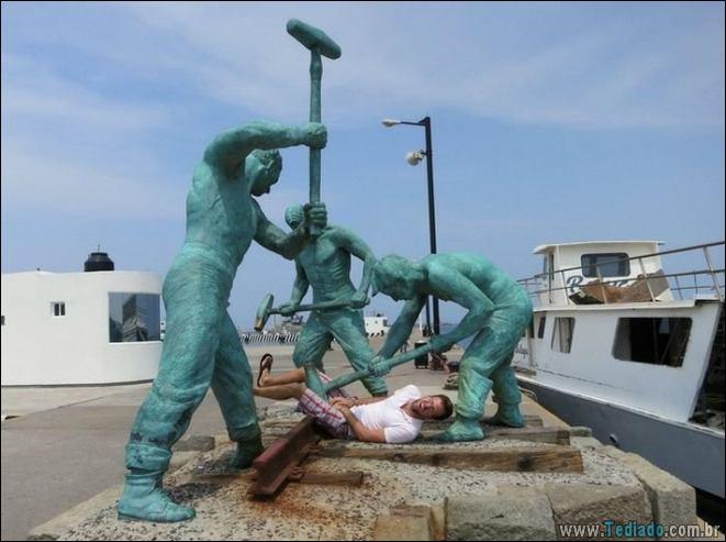 26 pessoas que sabem se divertir quando vêem uma estátua 19