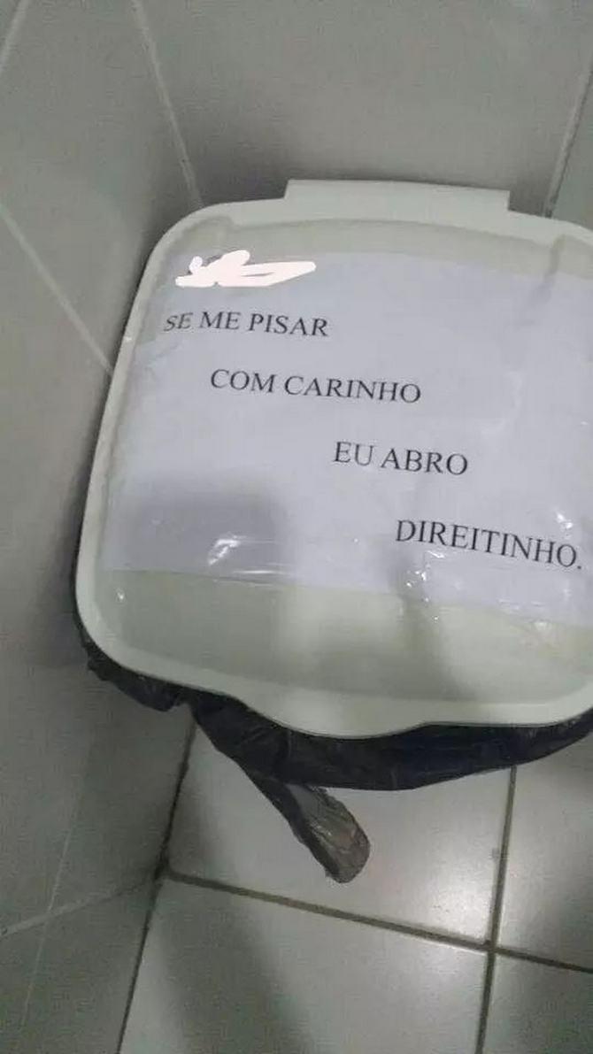 18 avisos engraçados que você só encontra nos banheiros brasileiros 7