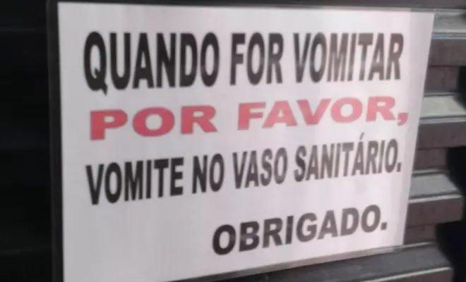 18 avisos engraçados que você só encontra nos banheiros brasileiros 5