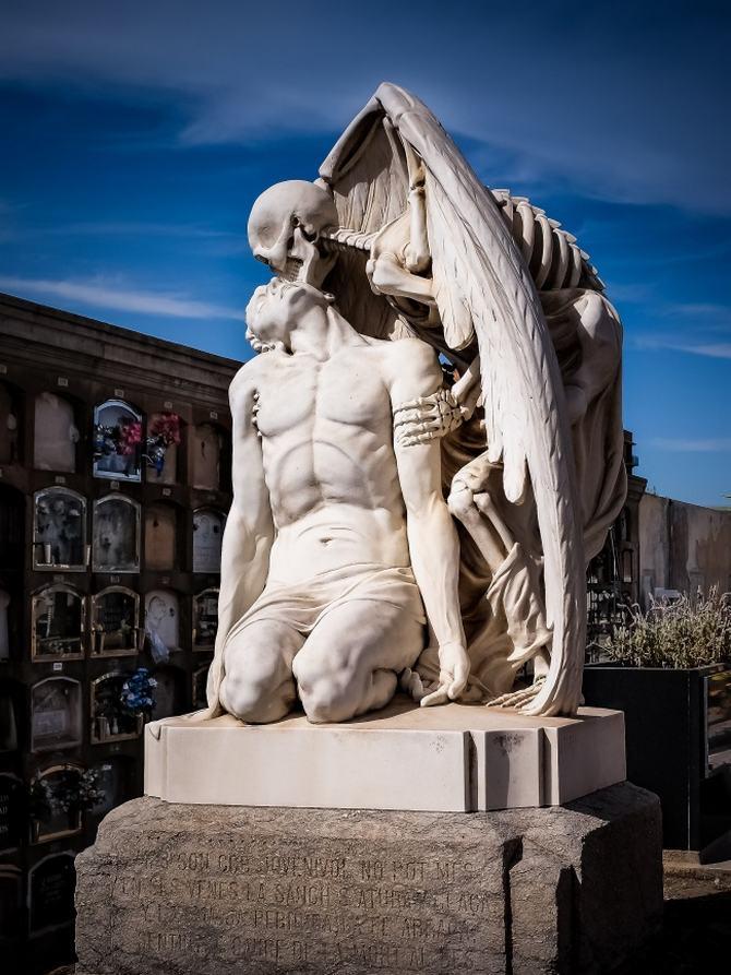 9 esculturas que assustam e surpreendem ao mesmo tempo 2