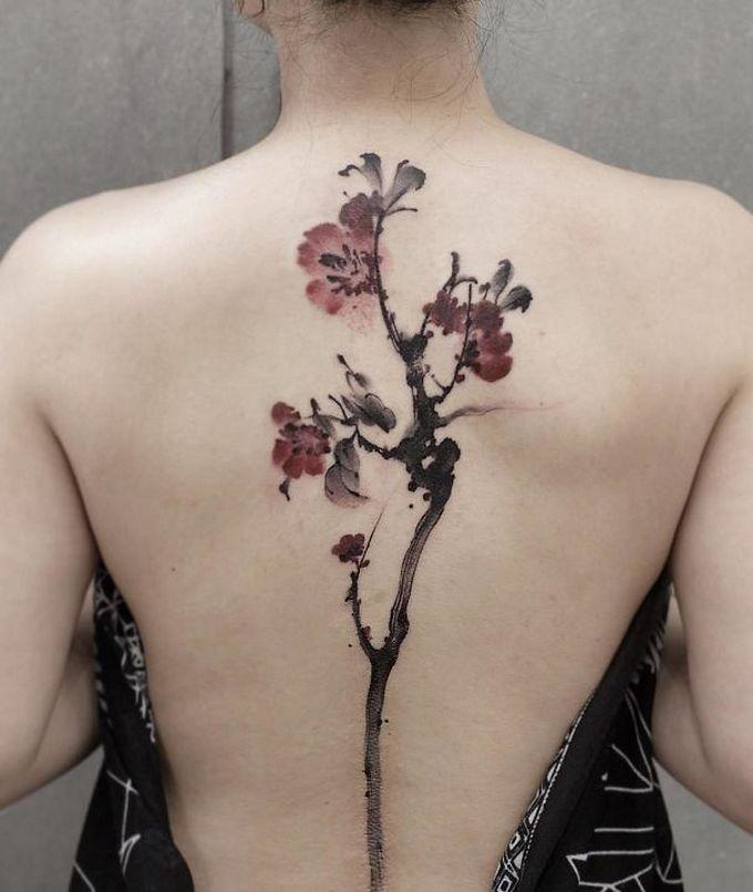 33 inspirações de tatuagem para fazer na coluna 9