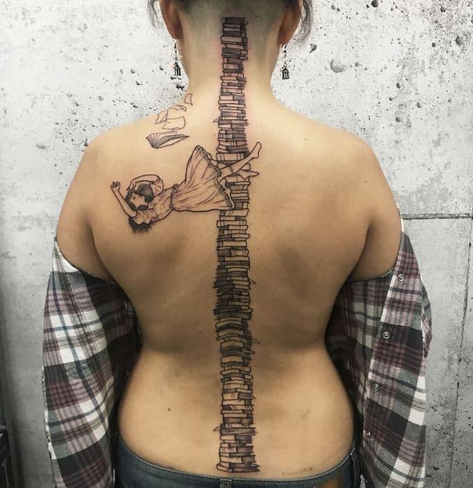 33 inspirações de tatuagem para fazer na coluna 13