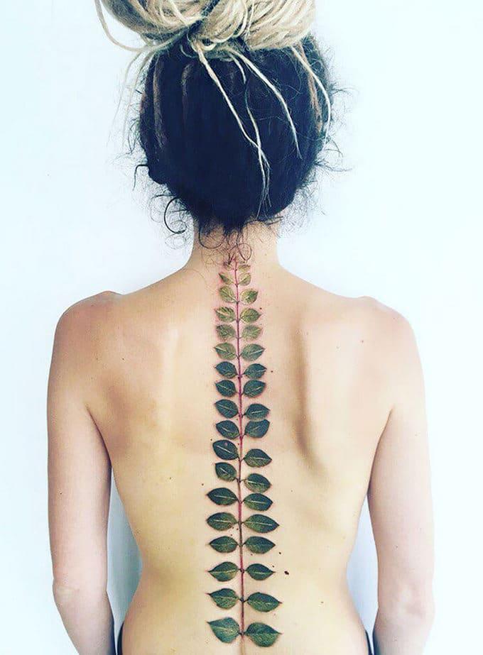 33 inspirações de tatuagem para fazer na coluna 21