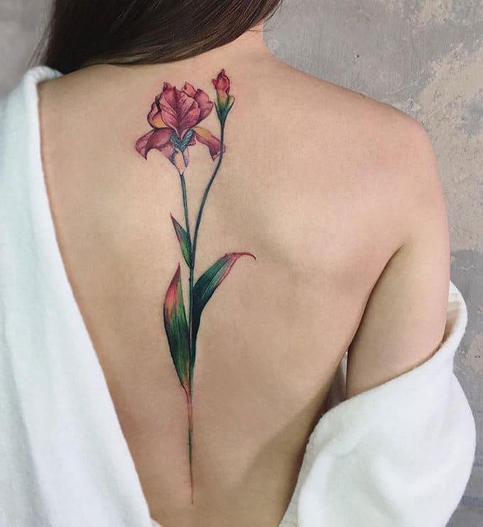 33 inspirações de tatuagem para fazer na coluna 25