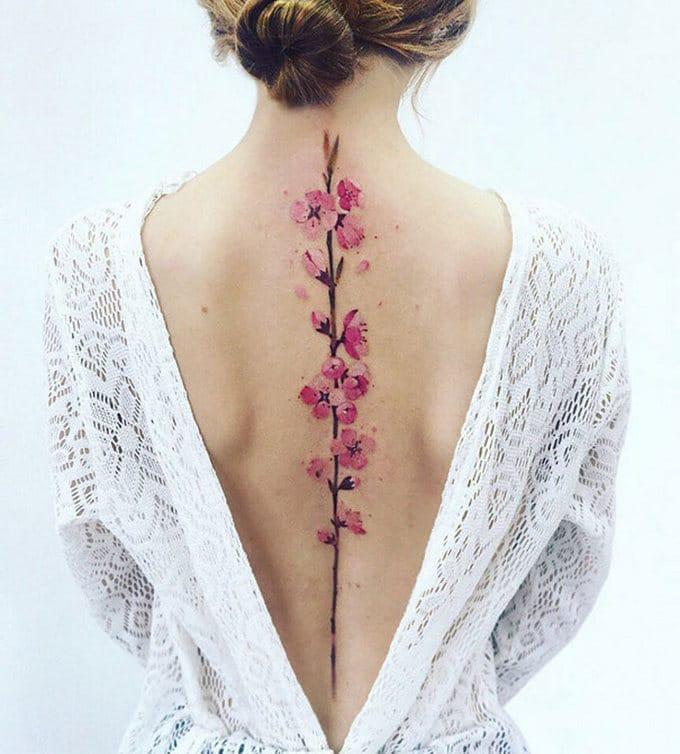 33 inspirações de tatuagem para fazer na coluna 26
