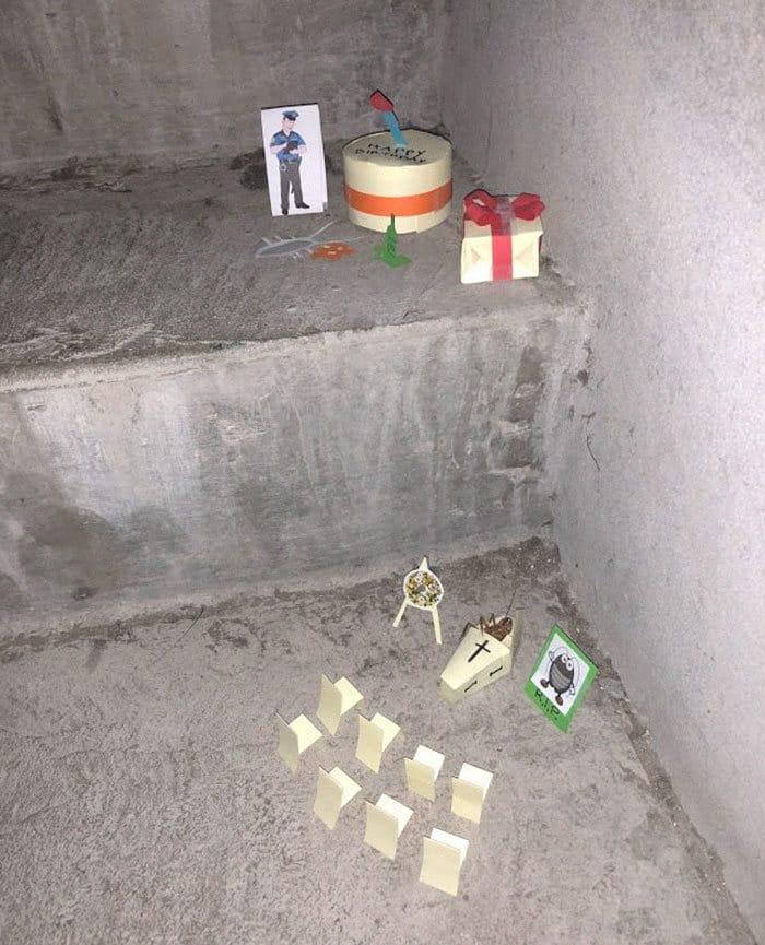 A mini-série de uma barata que morre no vão das escadas 11