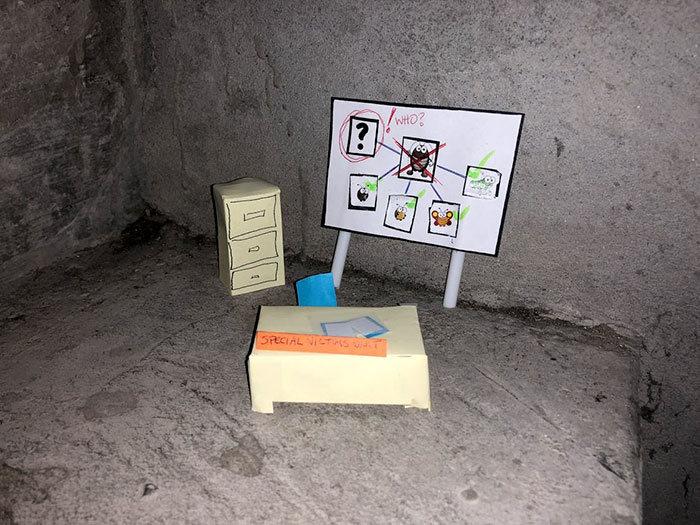 A mini-série de uma barata que morre no vão das escadas 12