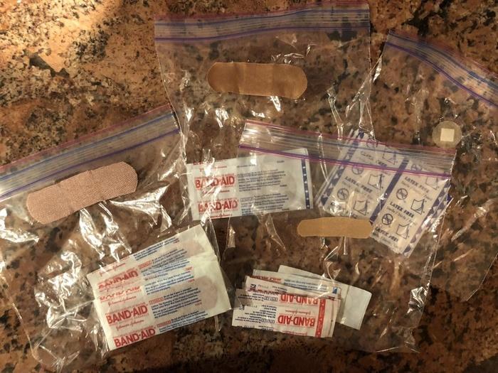 Meu pai organizou os Band-Aids