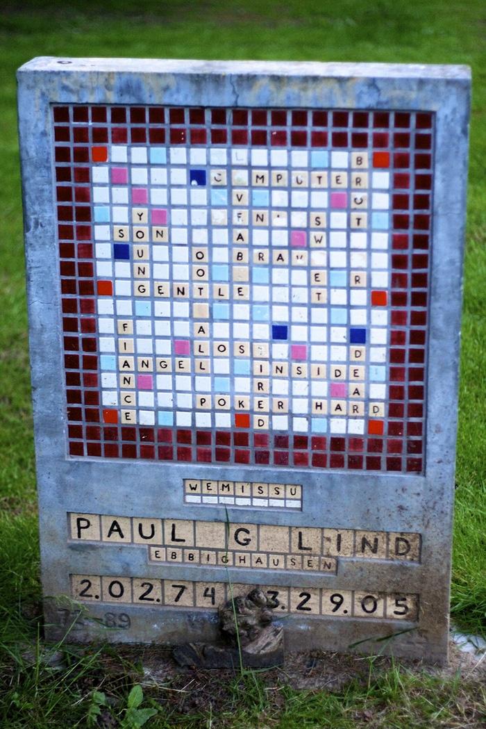 Paul G Lind e sua lápide de palavras-cruzadas